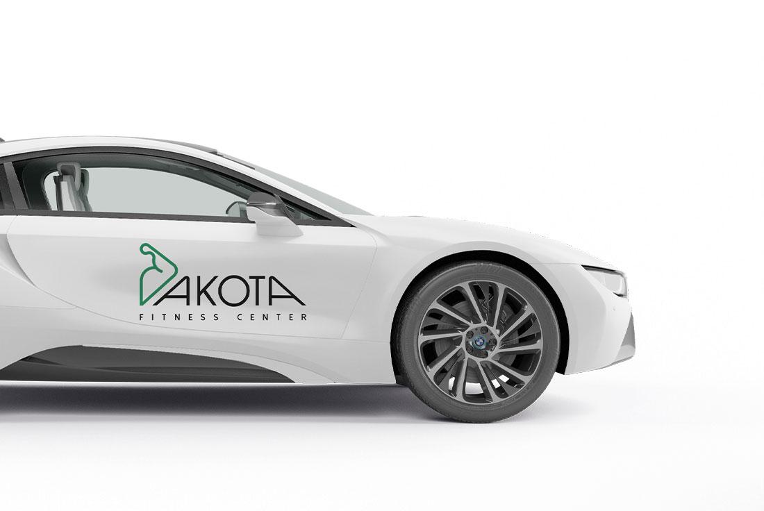 applicazione logo professionale su auto